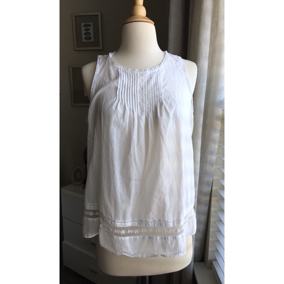 a508334d33ce73 OLD NAVY White cotton sleeveless blouse Size MED. M 5ad7d8782ab8c5a7dd4e4936